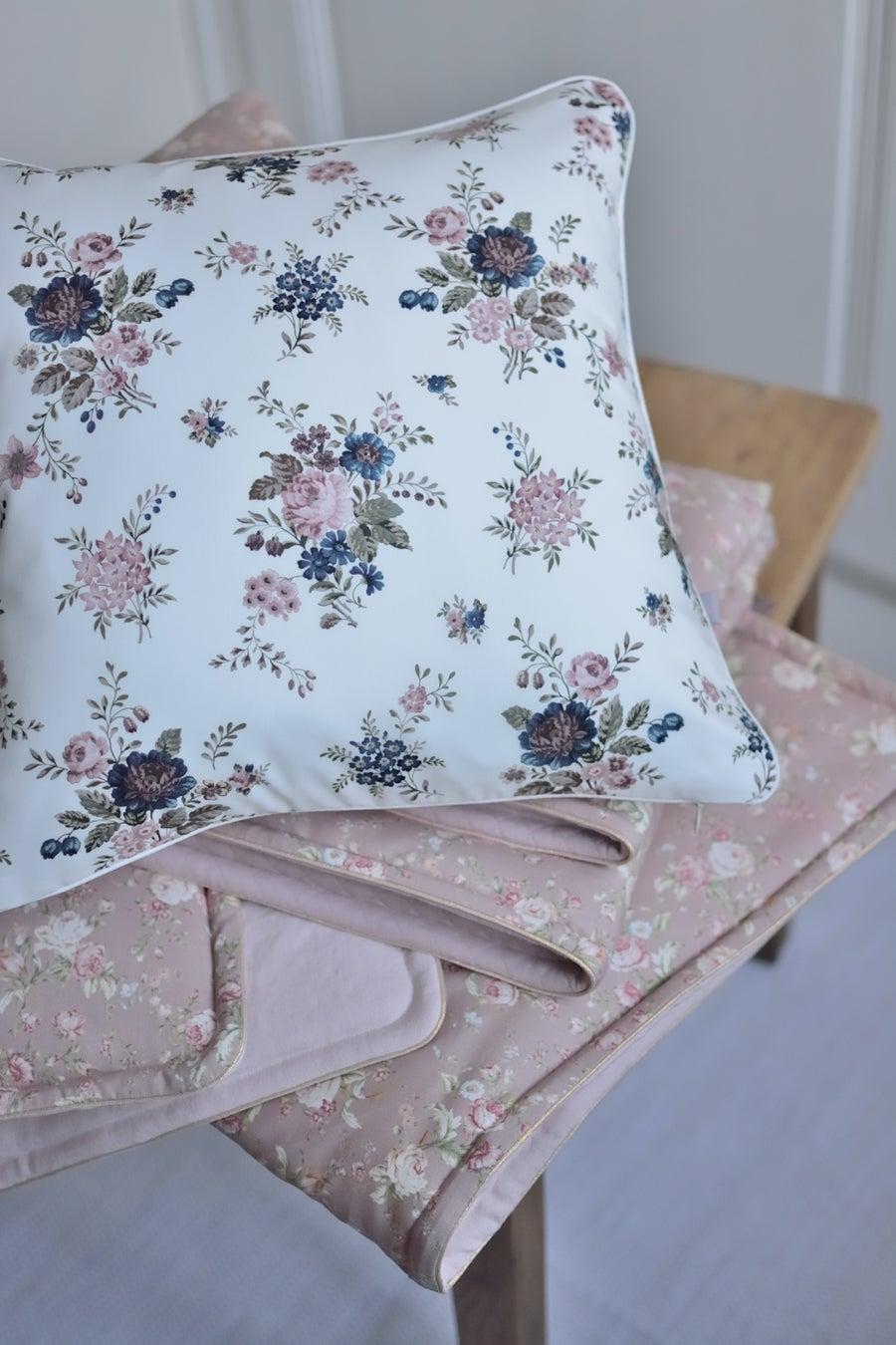 Image of Coussin en liberty sussex et lin lavé