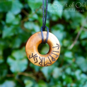 Image of Saxon yew Faery ring pendant (PE1347)