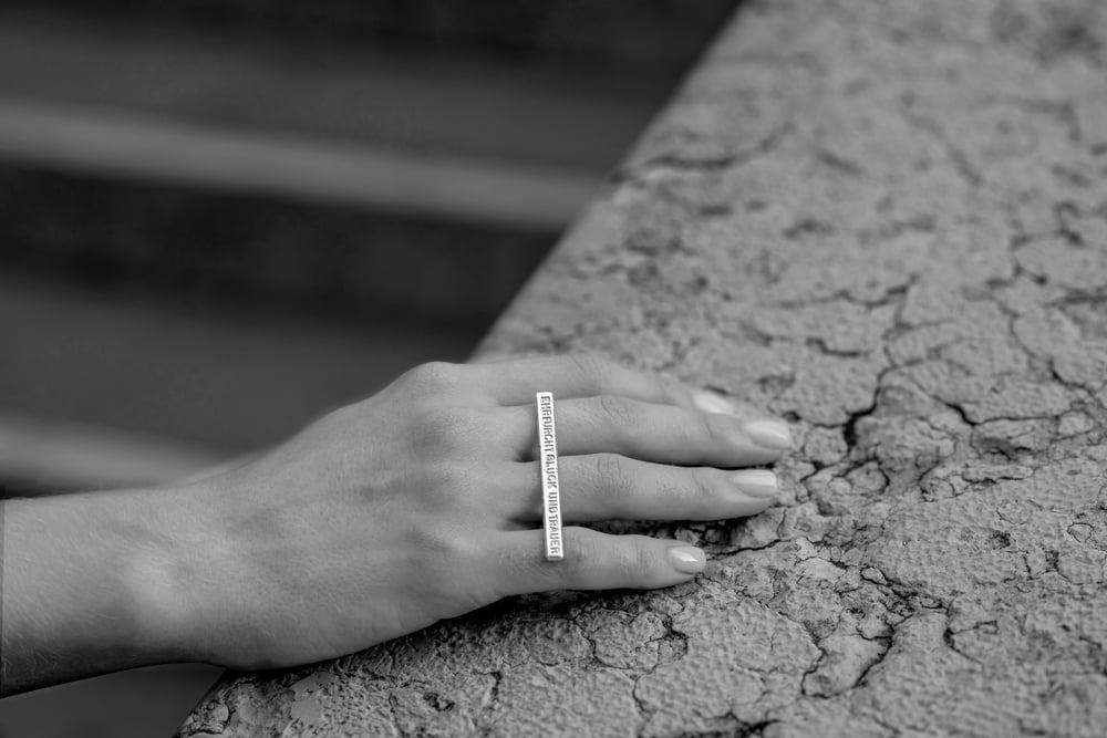 Image of plain ring EHRFURCHT, GLÜCK UND TRAUER
