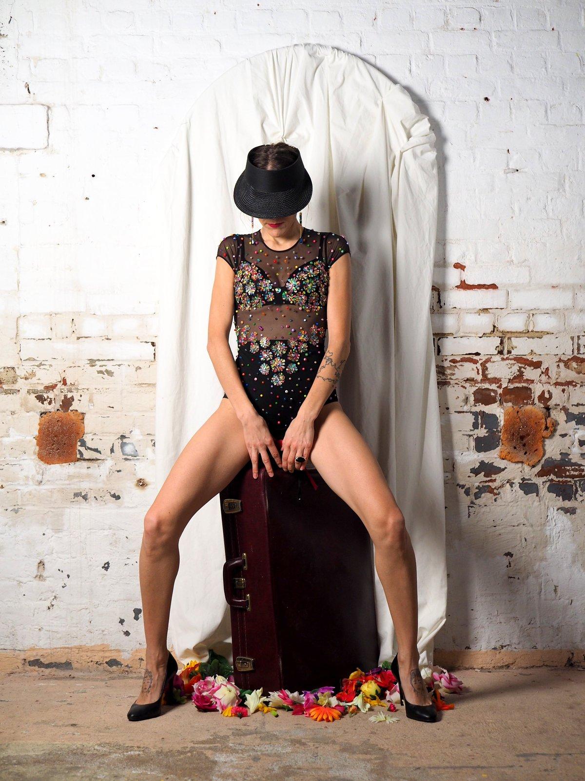 Body de fleurs avec Swarovski et perles