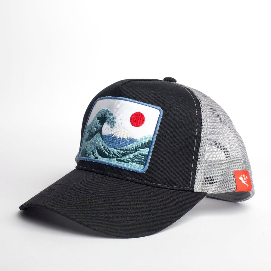 Image of Gorra Trucker - Gran Ola Japón - Color Negro/Gris