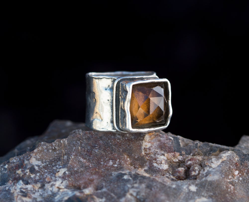 Image of Holding the Mystery Ring • Smoky Quartz • Size 7.5