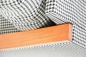 Image of Fauteuil cube pieds de poule N&B