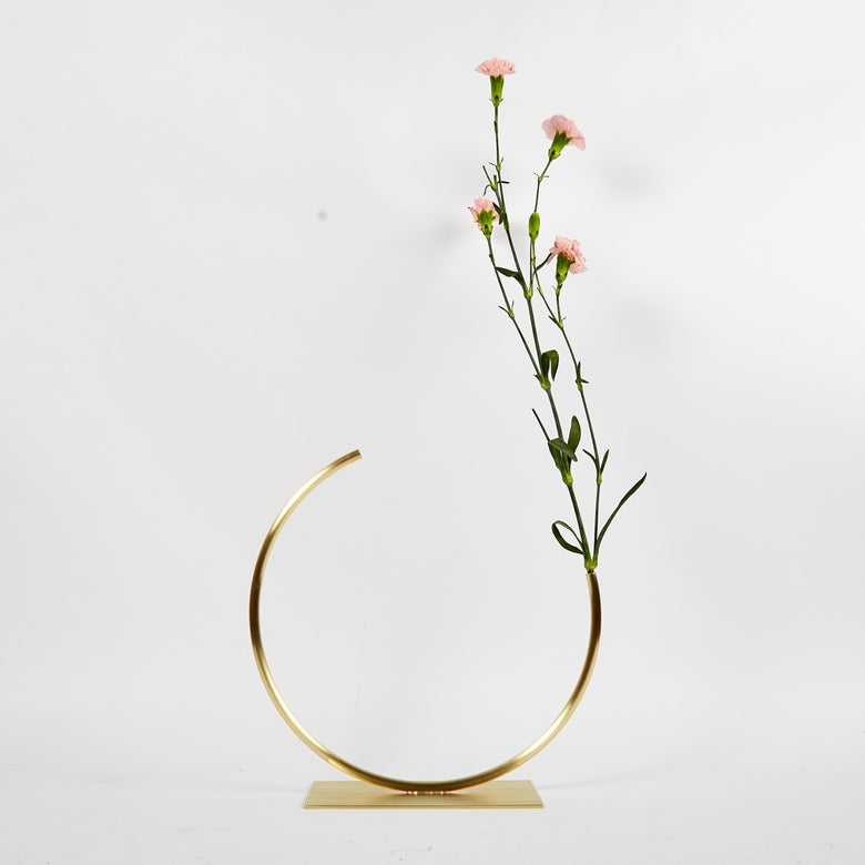 Image of Vase 1200 - Edging Over Vase (for fine stems only)