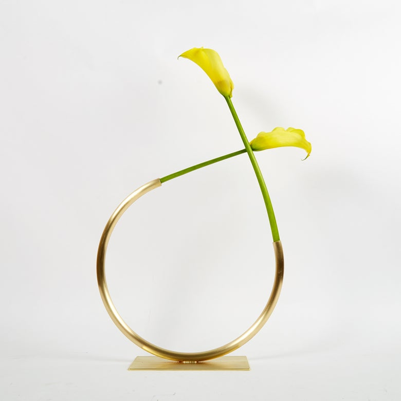 Image of Vase 1201 - Edging Over Vase (for medium/thick stemmed foliage)