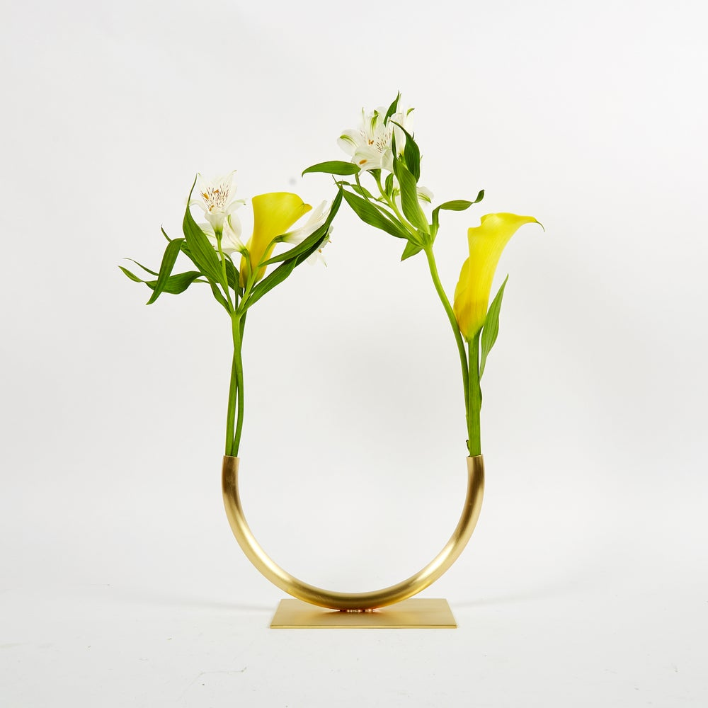 Image of Vase 1203 - Halfway to a Circle Vase (for medium/thick stemmed foliage)