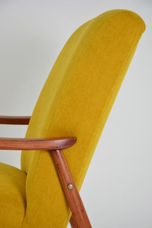 Image of Fauteuil tchecoslovaque jaune