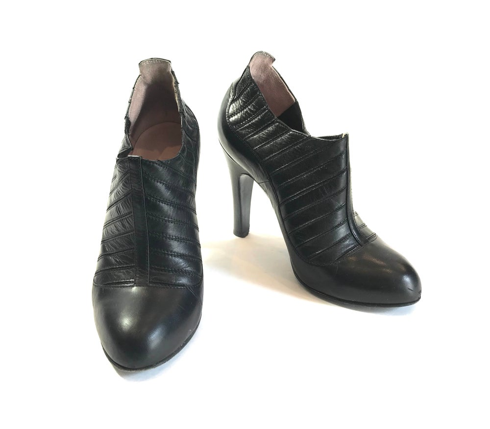 Image of Chanel Size 36.5 Shoes 911-18