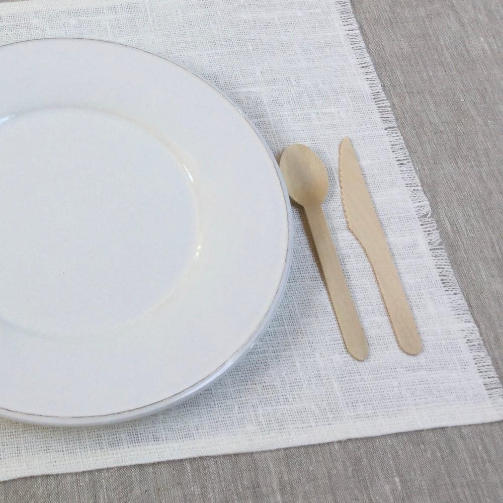 Image of Set de table Basic lin brut blanchi frangé côtés