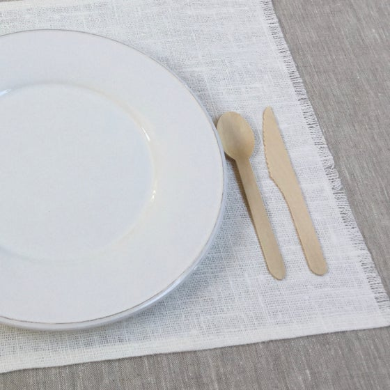 Image of Set de table Basic lin brut blanchi frangé côtés