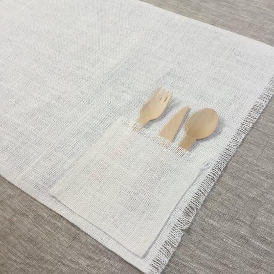 Image of Set de table lin blanchi avec poche