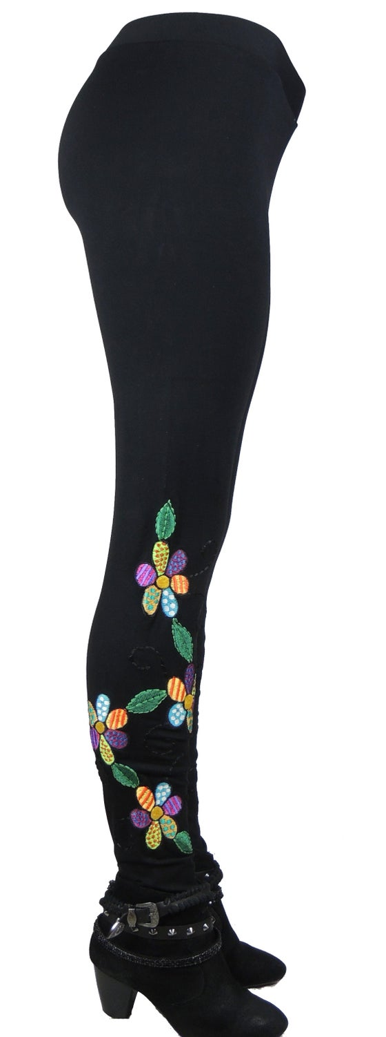 Image of FUNKY DAISY CHAIN FW7063