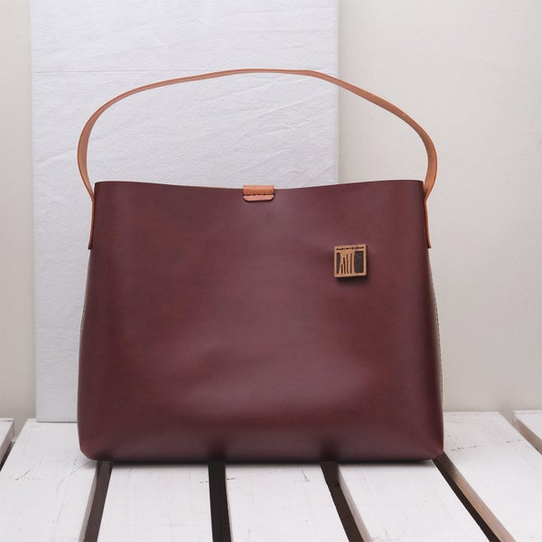 Image of Wide Strapped Tote