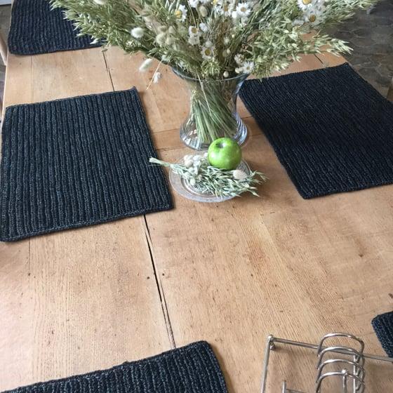 Image of Set de table en fibre crocheté / Noir