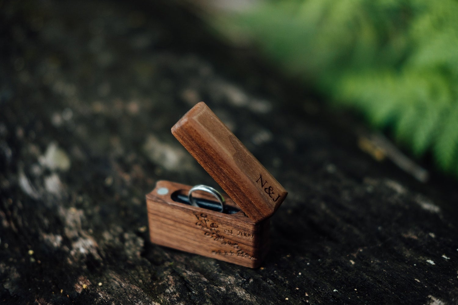 Image of TIMBER MAGNETIC RING BOX