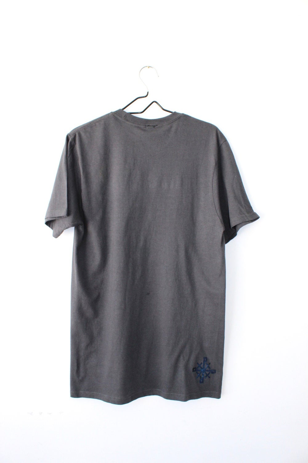 stacked right tee in dark gray