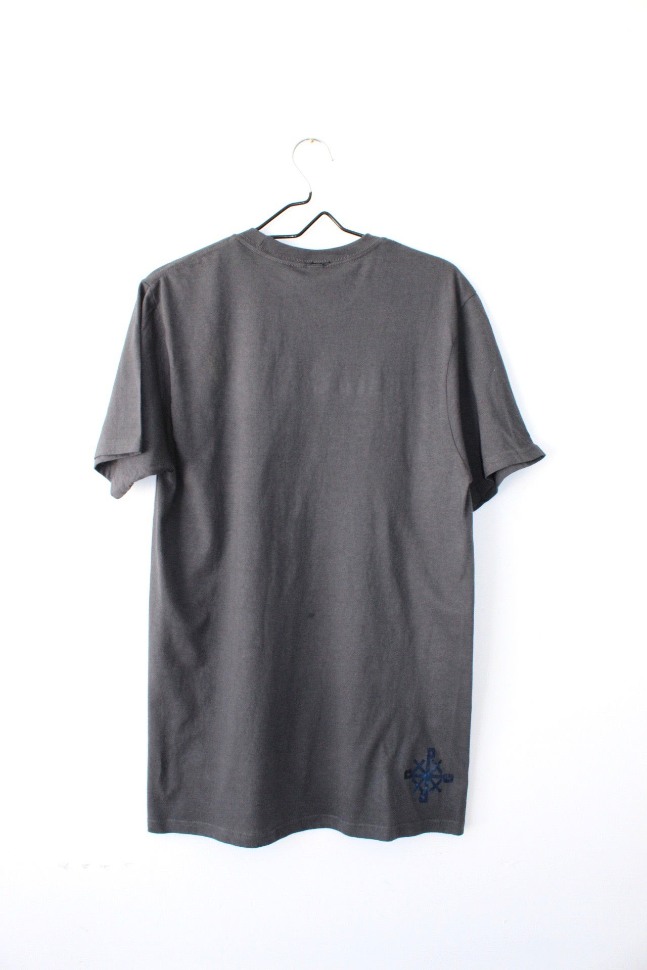 Image of stacked right tee in dark gray
