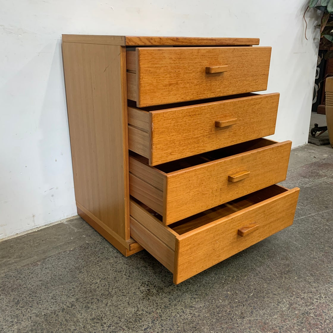 Image of COMPACT PARKER CHEST OF DRAWERS