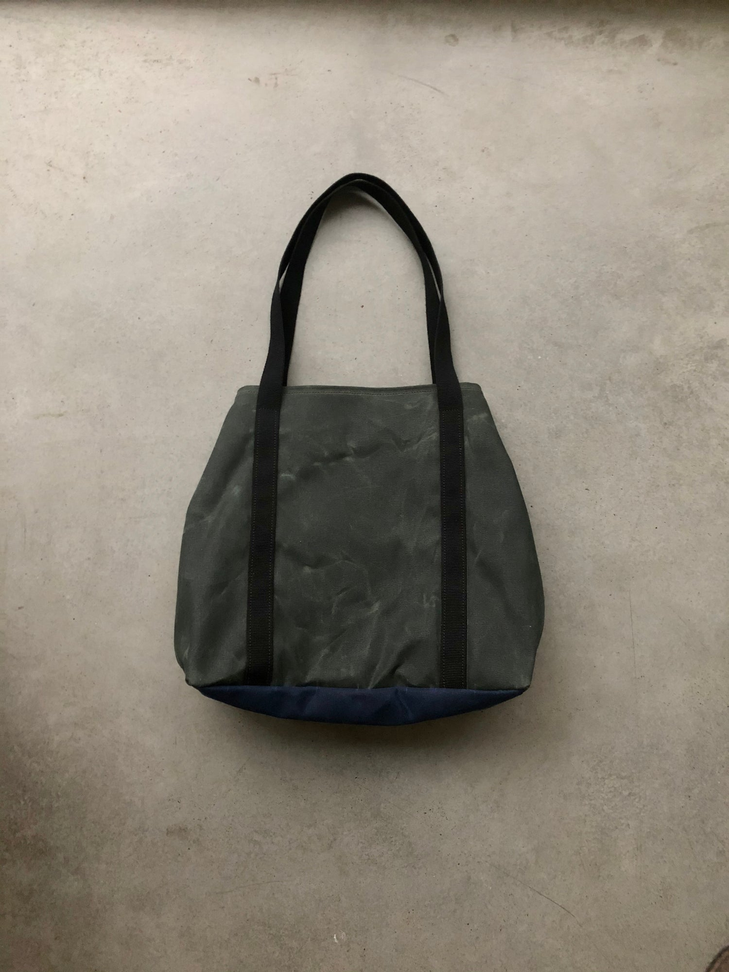 Image of Vegan large tote bag in waxed canvas / bucket tote bag / office tote laptop tote bag COLLECTION UNIS
