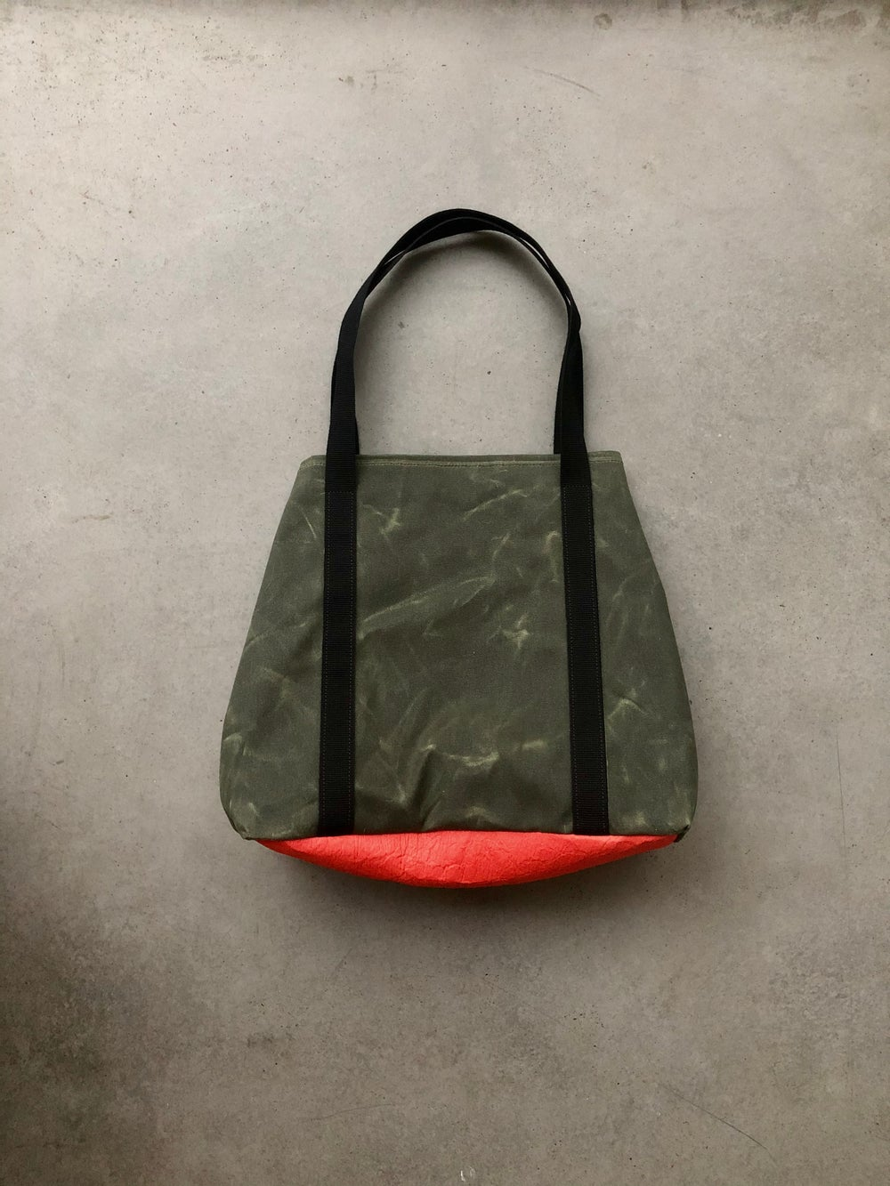 Image of Large vegan tote bag in olive green waxed canvas with bottom in Piñatex™ bucket tote bag