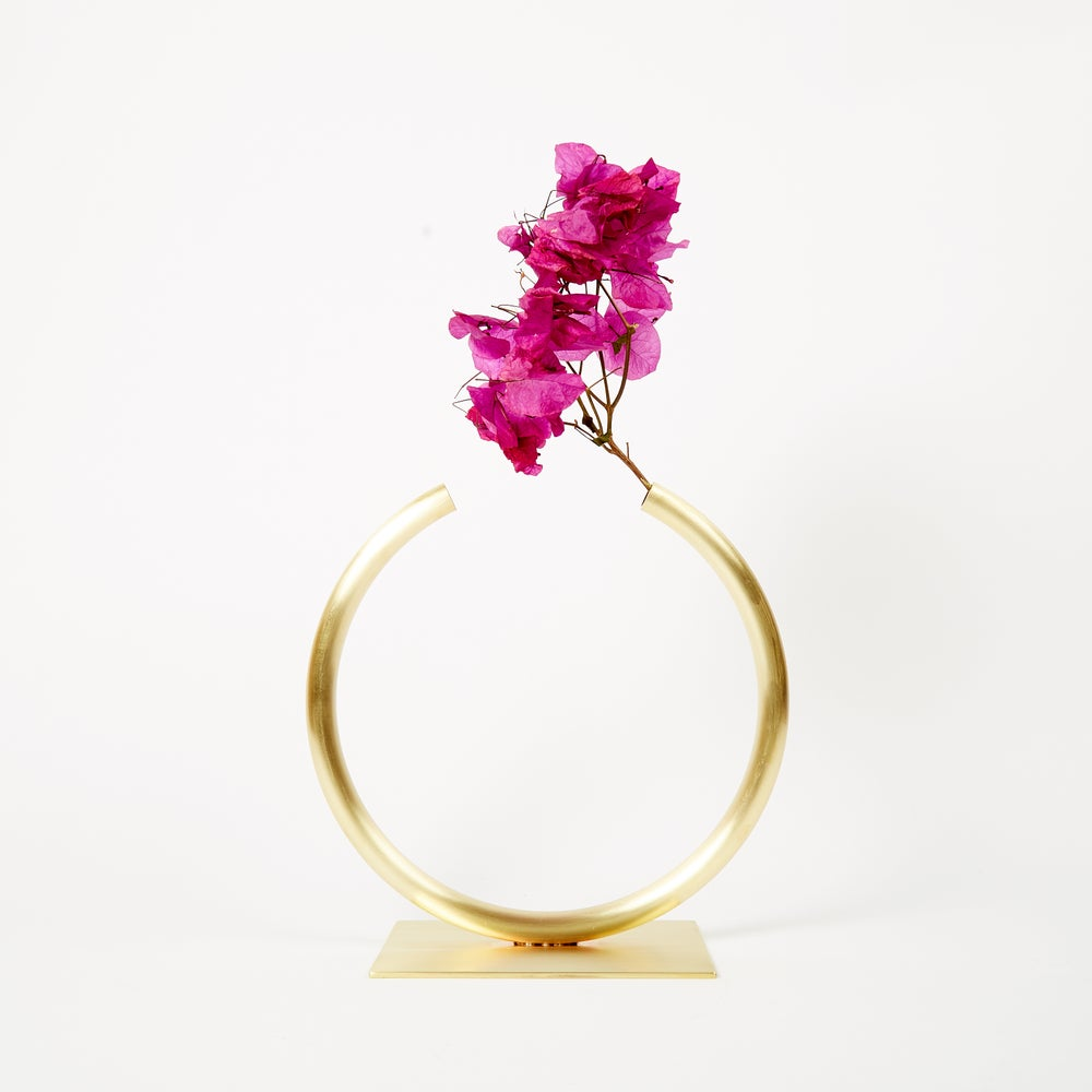 Image of Vase 1206 - Almost a Circle Vase for medium/thick stemmed foliage