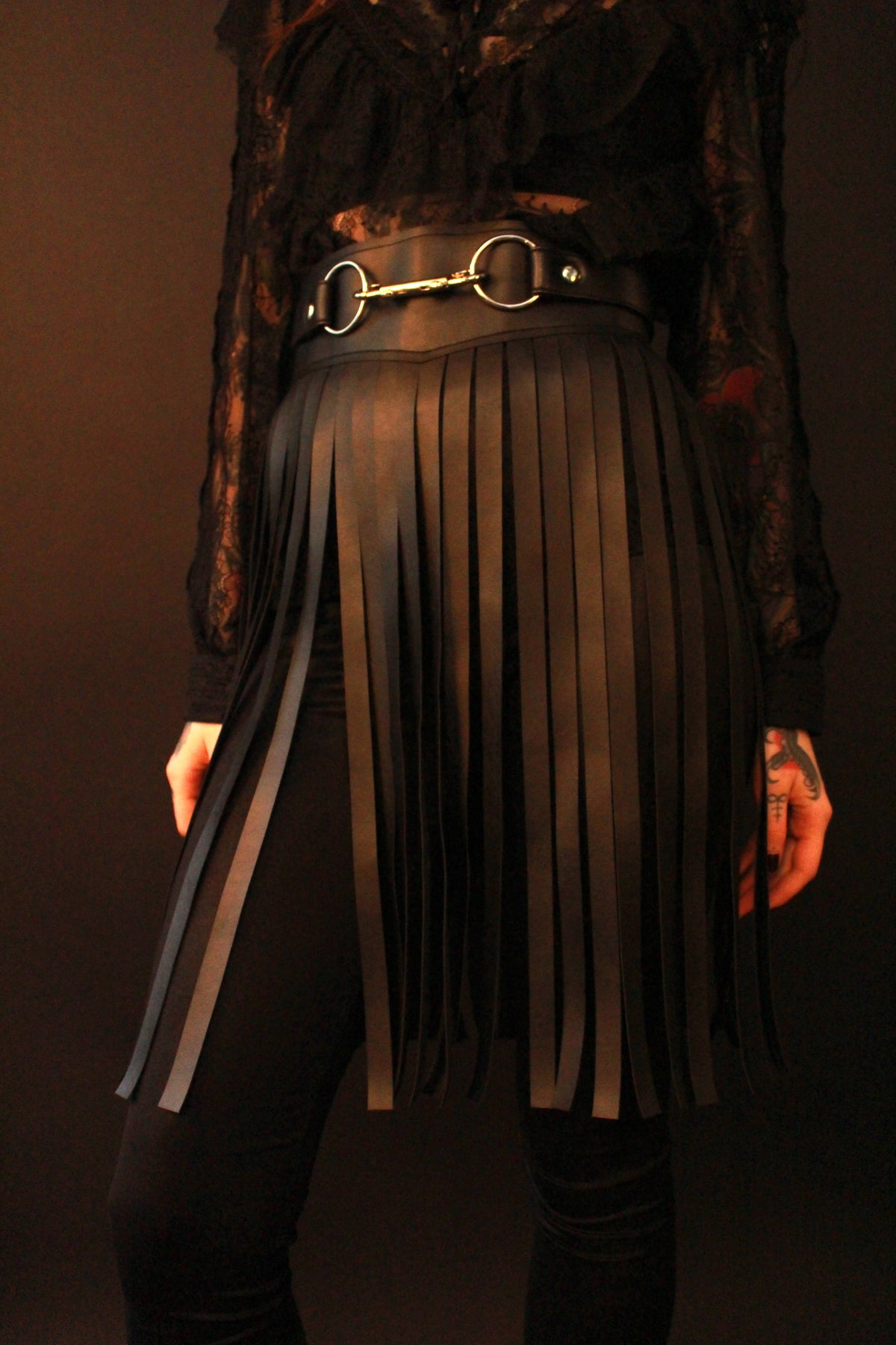Fringed skirt belt in vegan leather with silver details