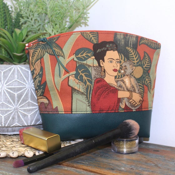 Image of Curved Purse - Frida Paprika