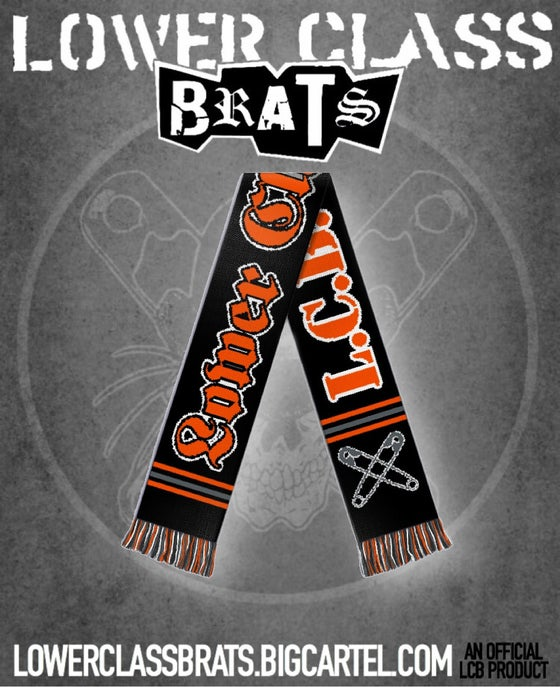 "Image of ""L.C.B. UNITED"" football scarf"