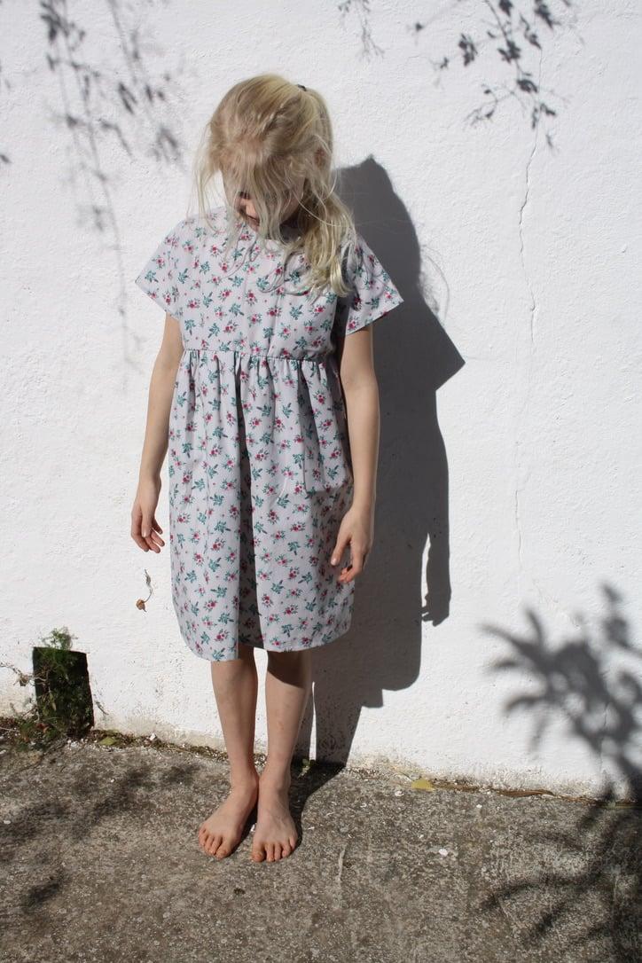Summer Rosa Dress-grey vintage flowers