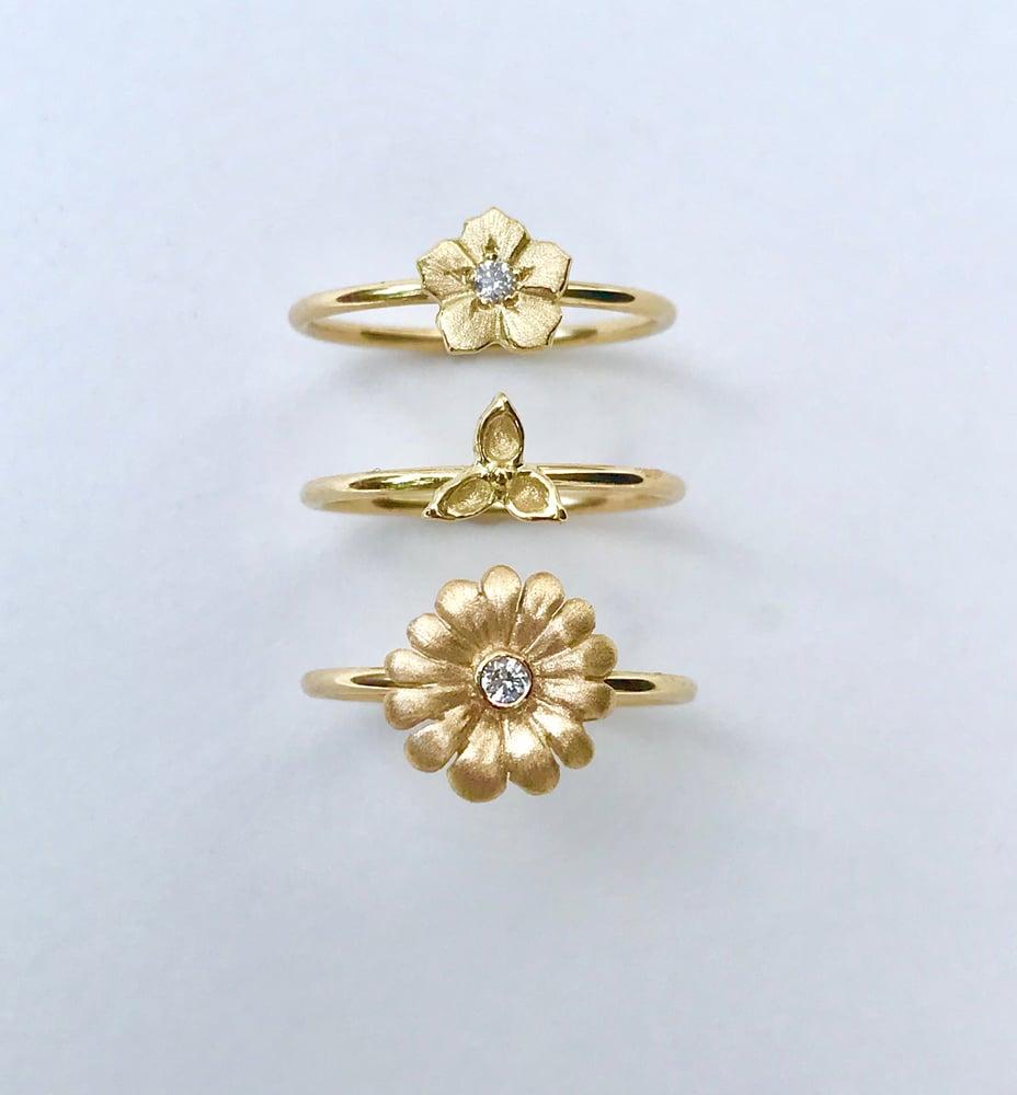 Image of 18K Gold Flower Ring