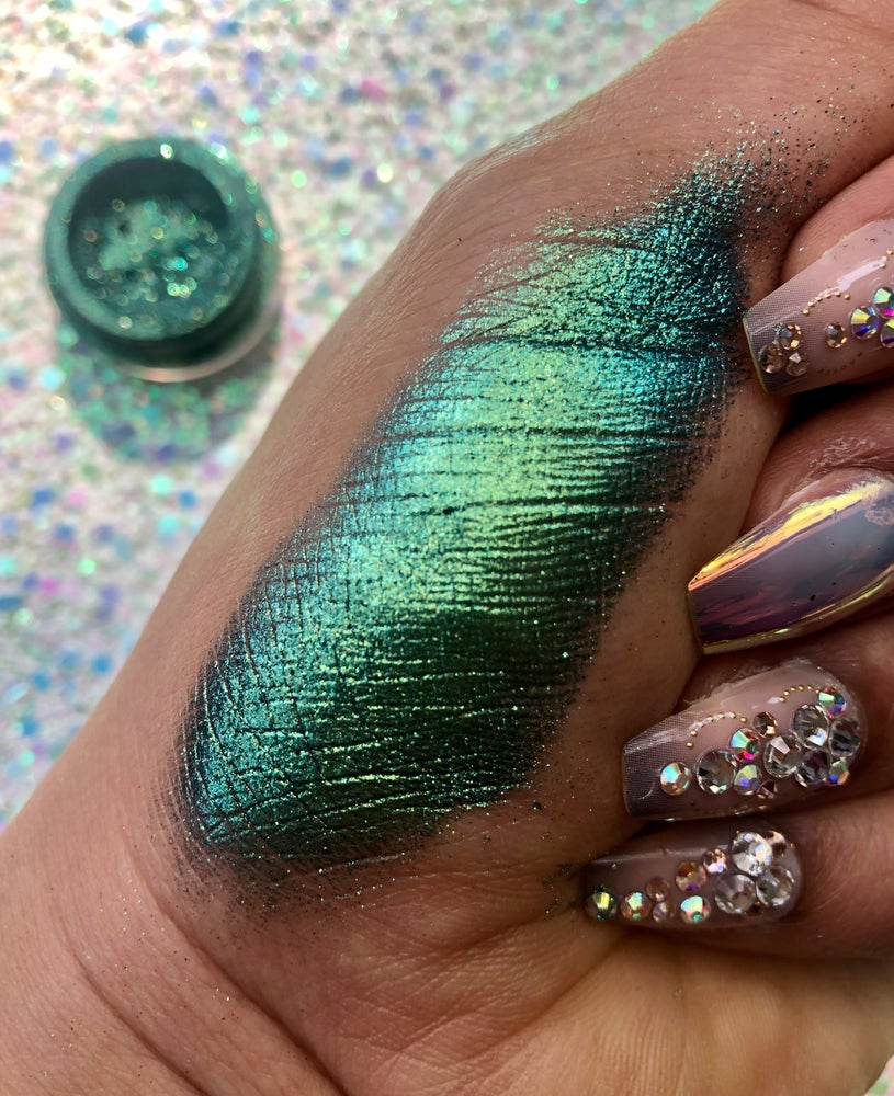 """Image of """"Lucky Muther"""" loose chameleon pigment"""