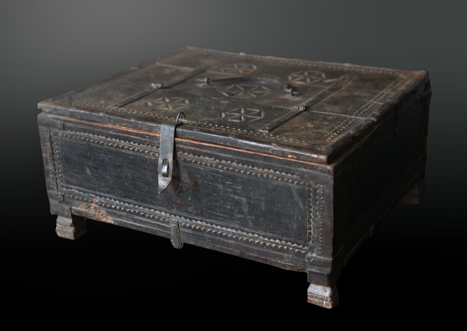 Image of 18th century Spanish-Moorish documents box