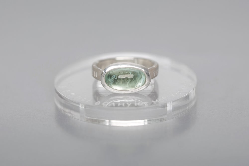 "Image of ""Winds are making the sea runs high"" silver ring with aquamarine · VERRENTES AEQUORA VENTI ·"