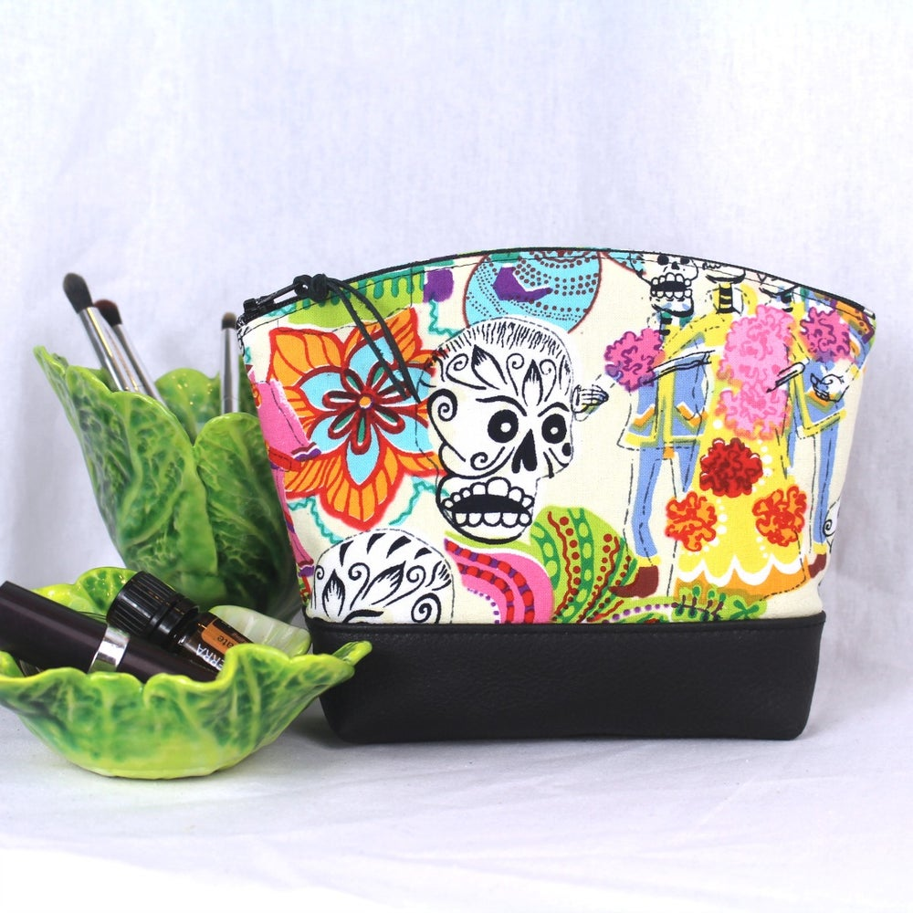 Image of Curved Purse - Mexican Festival 1