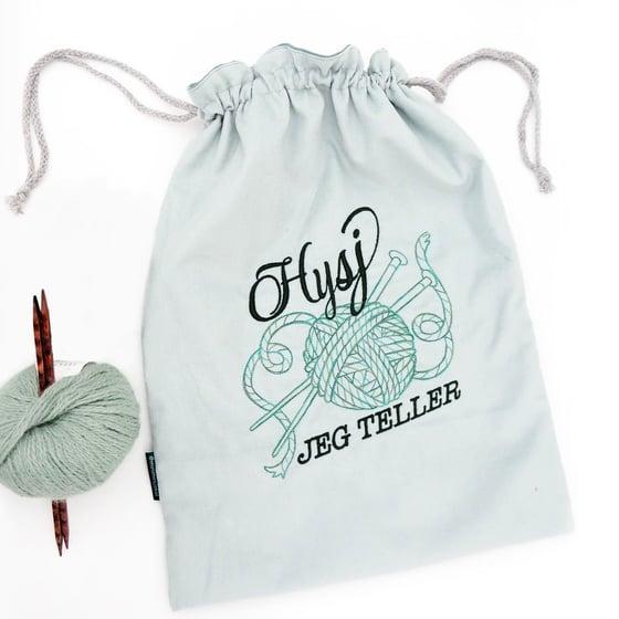 """Image of Strikkepose """"Hysj, jeg teller"""" støvet lys grønn"""