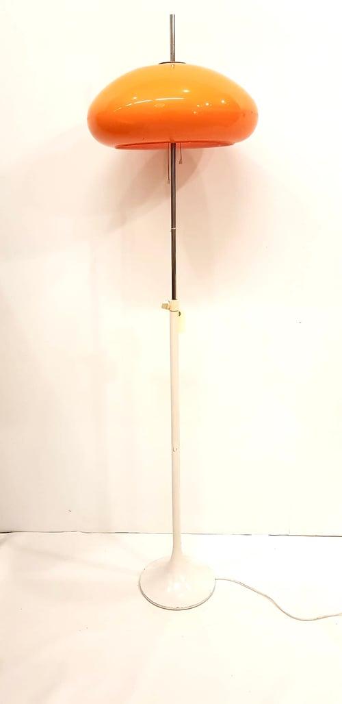 Image of Lámpara de pie color naranja, J. A. Blanc