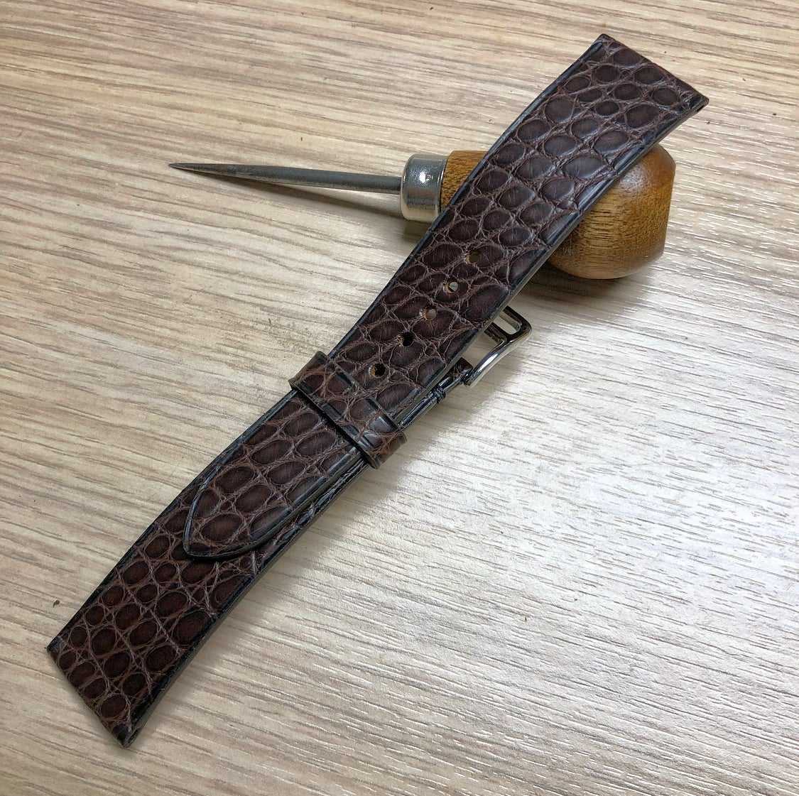 Image of Vintage Brown Alligator classic watch strap