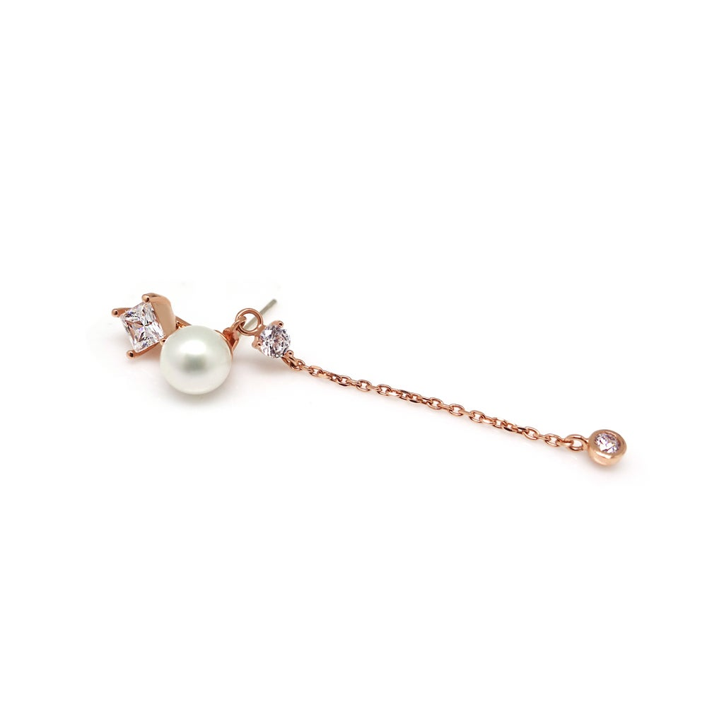 Image of AVITA SQ PEARL CHAIN EARRING