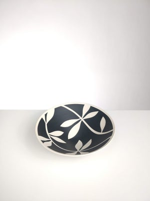 Image of Mini Black & White Leaf Bowl