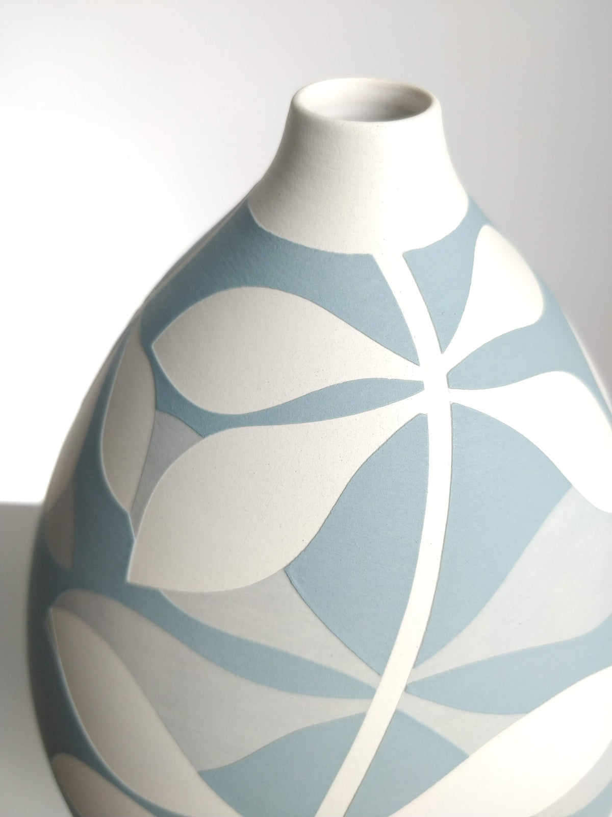 Image of Large Blue-Grey, Grey & White Leaf Vessel