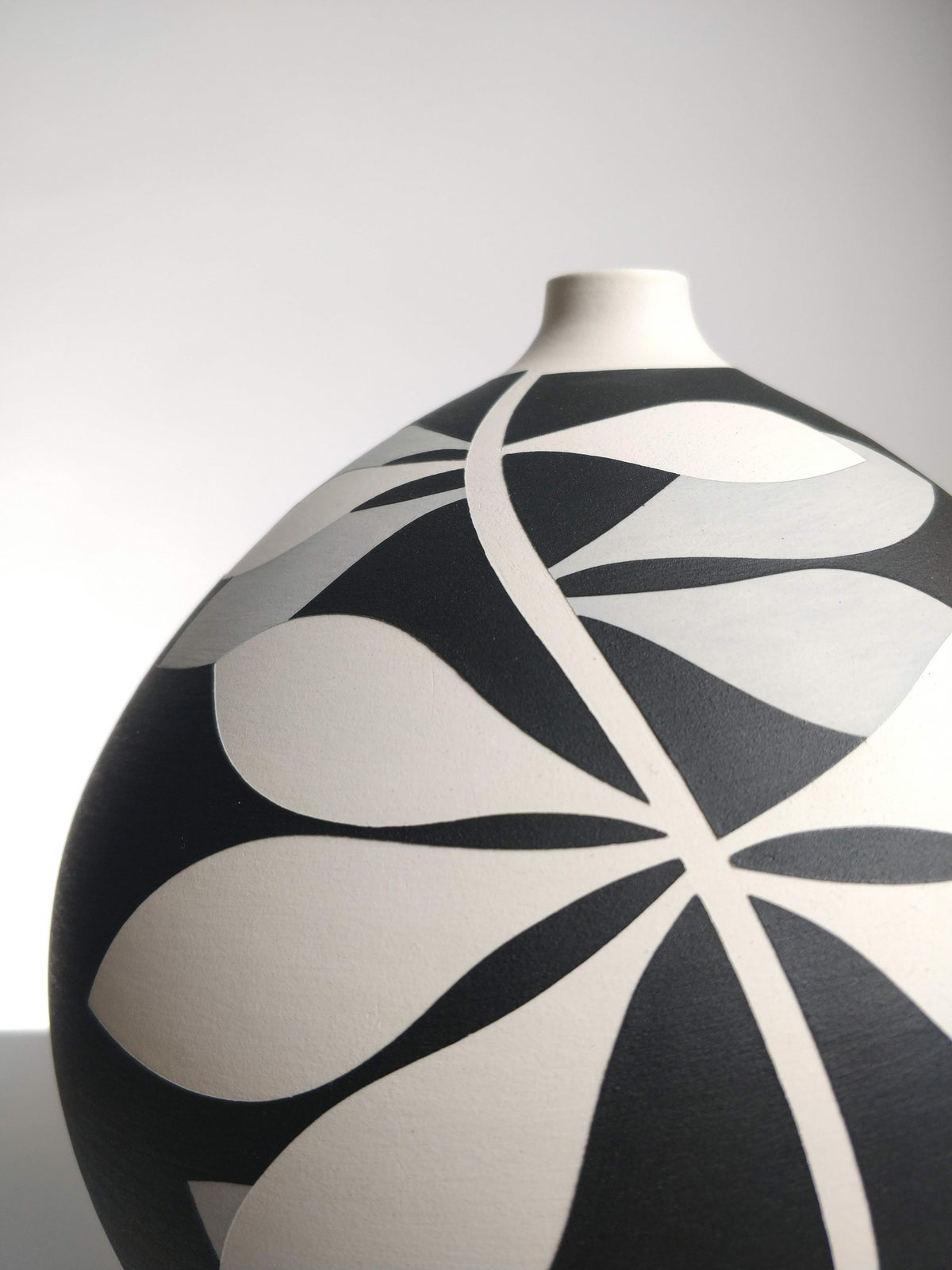 Image of Bellied Black, Grey & White Leaf Vessel