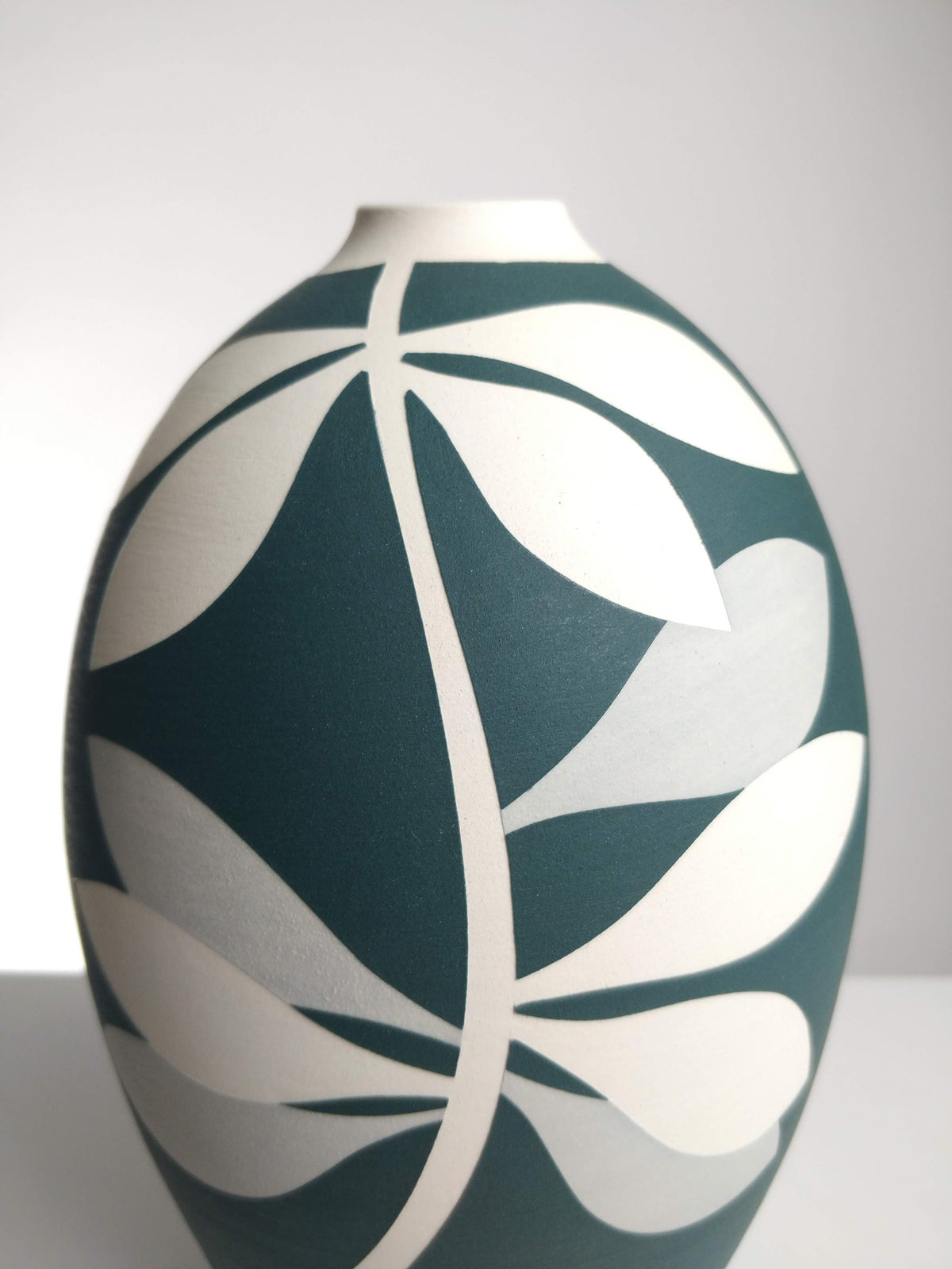 Image of Large Green, Grey & White Leaf Vessel