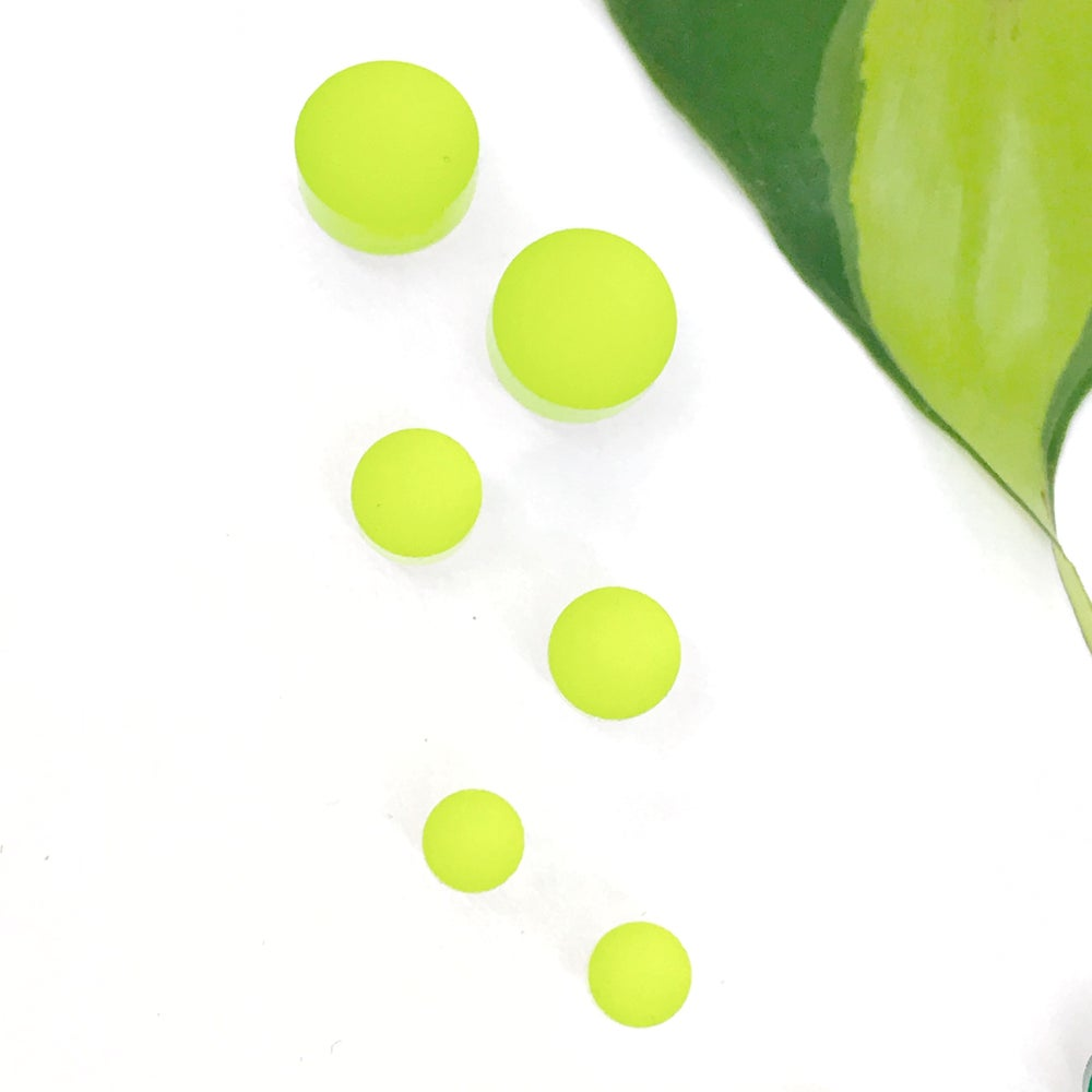 Image of Náušnice Circle , Circle mini a Circle xs smaragdová zelená a limetková zelená