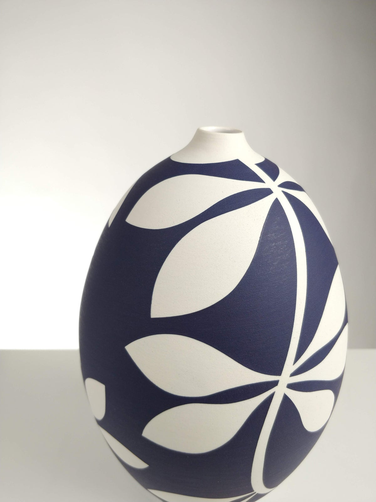 Image of Large Purple & White Leaf Vessel