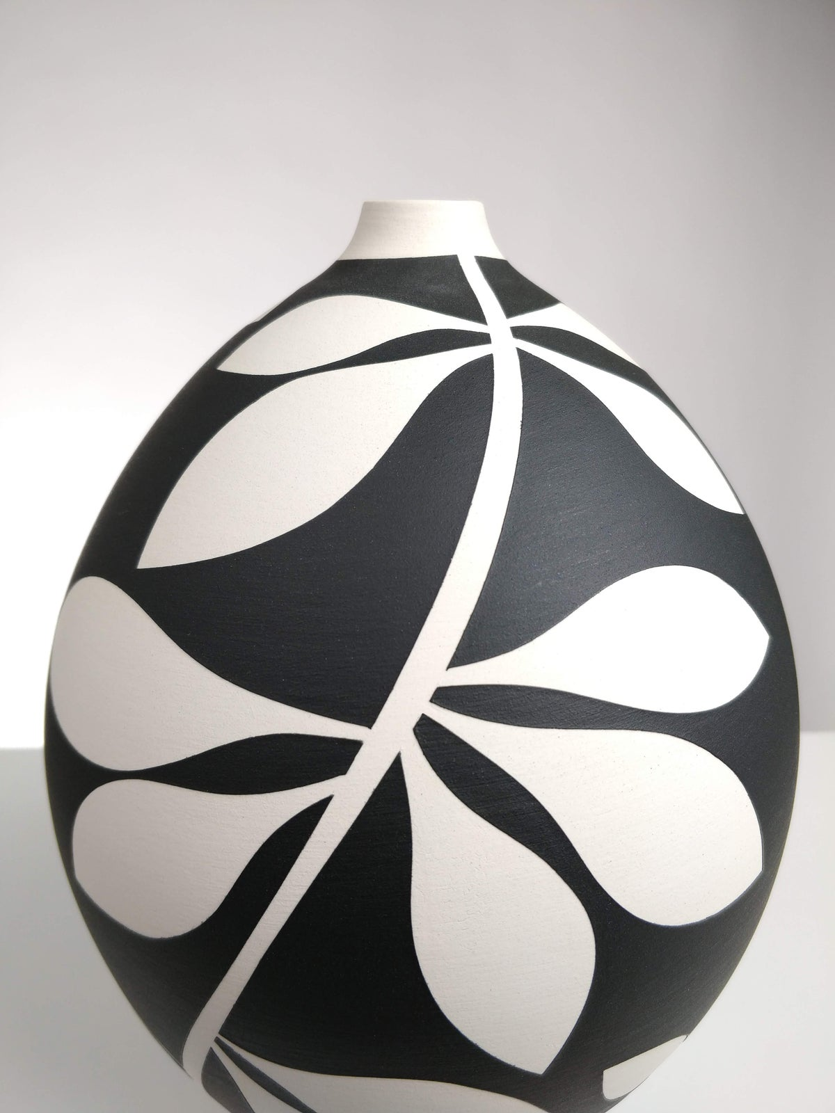 Image of Large Black & White Leaf Vessel