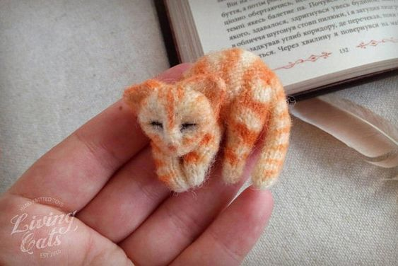 Image of Red tabby cream cat brooch