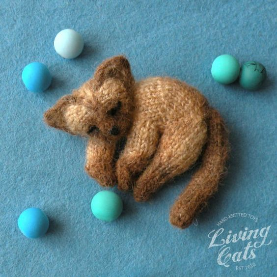 Image of Siamese chocolate point lie cat brooch