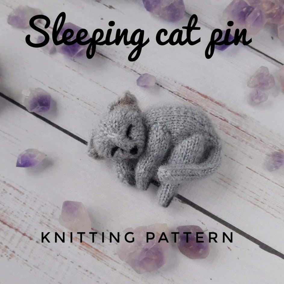 Image of Cozy sleeping lie cat brooch knitting pattern, Mini Pet Portrait Pattern