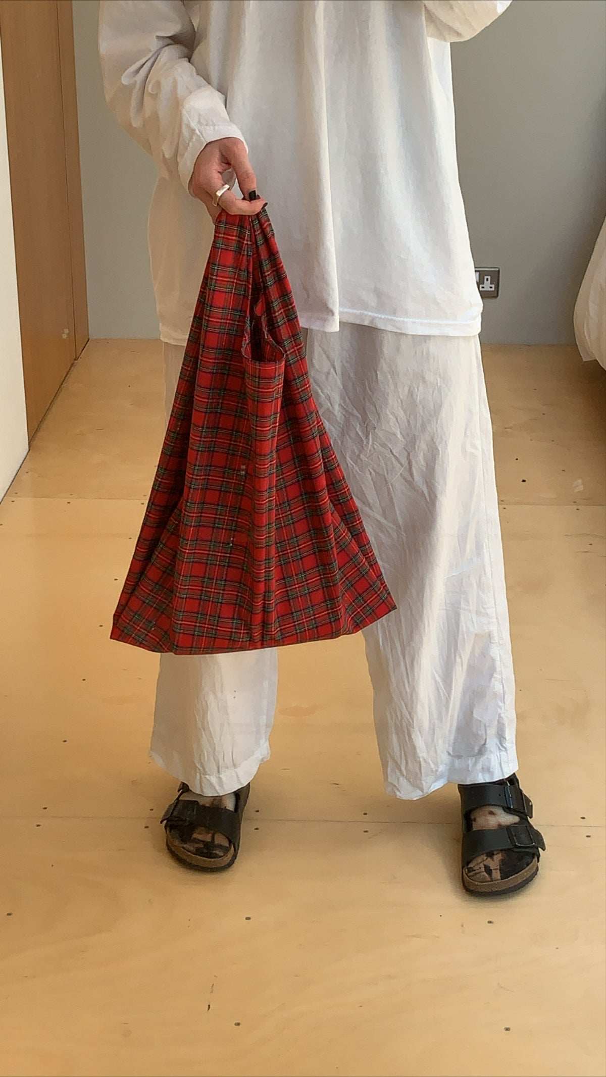 Image of GROCERY BAG (RED TARTAN)