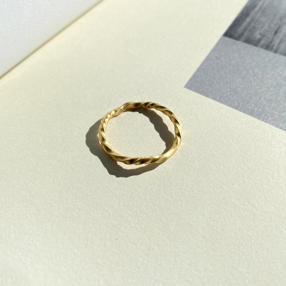 Image of MANELLE RING / 45K Gold-coated silver